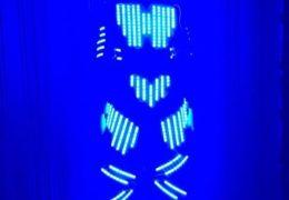 jongleur lumineux sur la côte d'azur, jonglage côte d'azur, jonglerie côte d'azur, artiste côte d'azur, danseur côte d'azur
