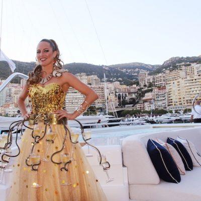 monaco yacht show, artistes monaco, spectacles monaco, échassier, echassier, echassiers monaco, danseuse, champagne, danseuses, spectacle bateau, artiste bateau